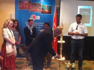 Official opening: Christine Housel (WSCF), Maya Saoud (Pax Romana), Falko Mohrs (YFJ), Minister Allahapperuma and Romulo Dantas (YMCA) assisted the chairman of the National Youth Services Council of Sri Lanka (in front) to lit an oil lamp for ICMYO.